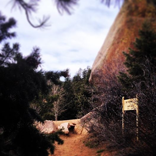 Barr Trail, a gigantic boulder and the incline sign ...